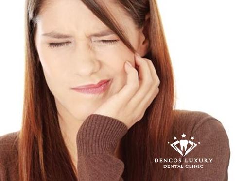 Đau răng là triệu chứng viêm tủy răng dễ nhận biết 1